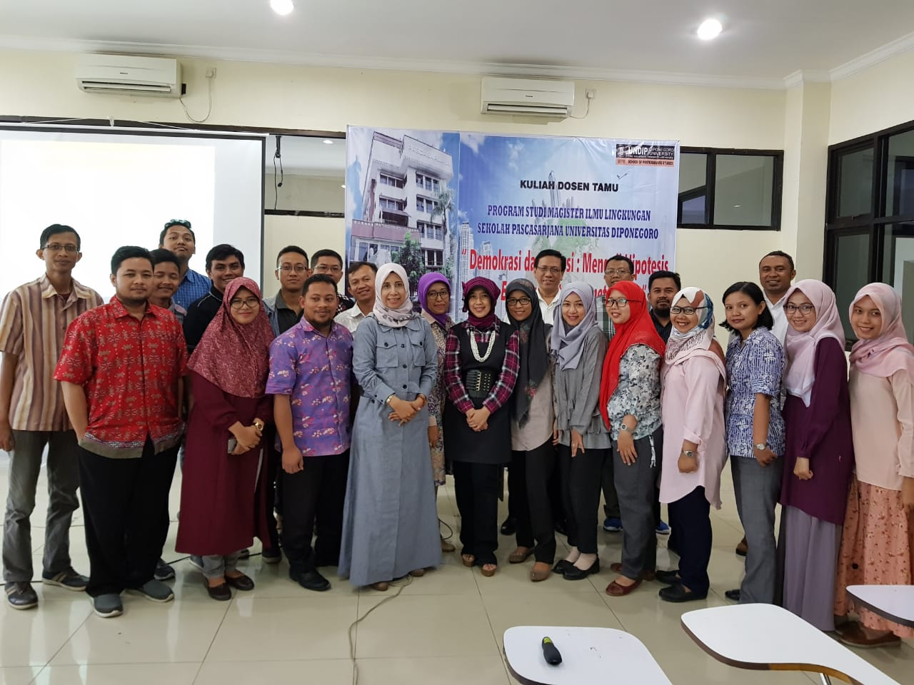 Guest Lecture with Democracy and Pollution Theme, Attracted Participants from Doctoral Students